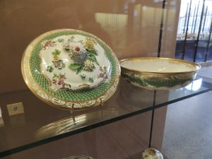 Legumier rond; porcelaine dure; end of 18th century